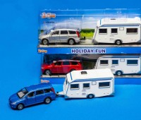 Blauwe Mitsubishi met caravan 1