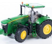John Deere 8370R tractor 1
