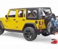 Jeep Wrangler Rubicon Unlimited met mountainbiker 2