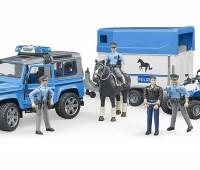 Politie speelset met Land Rover Defender, paard, trailer en politieagent 3