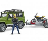 Land Rover en aanhanger met motor 1