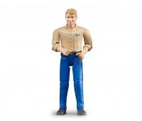 Man met blauwe broek en beige shirt 1