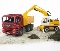 MAN vrachtwagen met Liebherr graafmachine 1