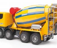 Scania R-serie vrachtwagen met betonmixer  2