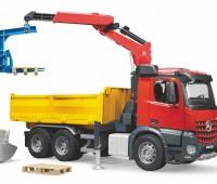 Mercedes-Benz Vrachtwagen met kraan 1