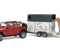 Jeep met paardentrailer en paard 1