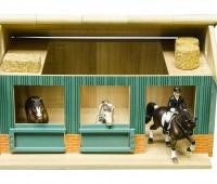 Paardenstal met 2 boxen en werkruimte 1