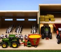 Koeienstal met schuur en hooizolder 1