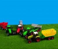 Set van groene tractor met gele veewagen 2