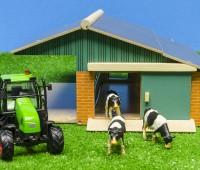 Set van een open stal, 3 koeien en een tractor 1