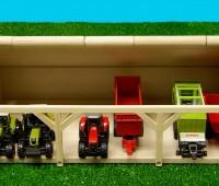 Houten schuur voor 6 tractoren 1