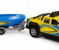 Terreinwagen met aanhanger en boot 1