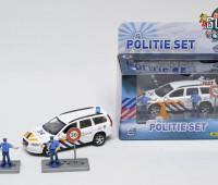 Politieauto Volvo V70 met 2 politieagenten 2