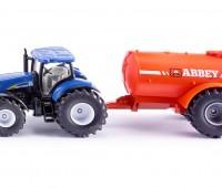 New Holland tractor en aanhanger met tank 1