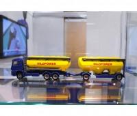 Mercedes-Benz vrachtwagen met voedersilo 1