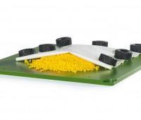 Landbouwfolie, granulaat en 12 autobanden 3