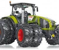 Claas Axion 950 tractor met dubbellucht 1