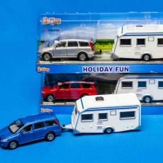 Blauwe Mitsubishi met caravan