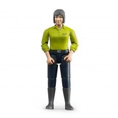 Vrouw met donkerblauwe broek en groene polo