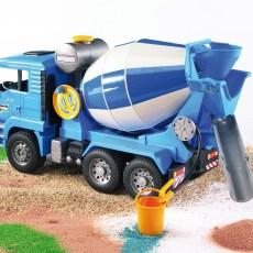 MAN vrachtwagen met betonmixer