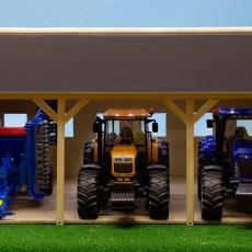 Houten schuur voor 3 tractoren