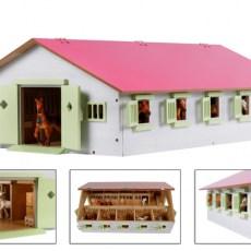 Roze paardenstal met 9 boxen