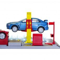 Autowerkplaats met brug en Mitsubishi Lancer