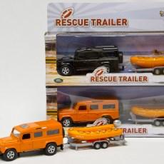 Oranje Landrover Defender met reddingsboot en trailer
