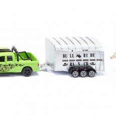 RAM 1500 met veetrailer en koe
