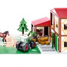 Paardenstal met Fendt tractor