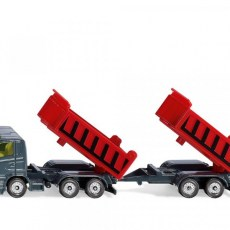 Vrachtwagen met kantelbare bak en kiepaanhanger