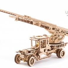 Brandweertruck UGM met ladder modelbouw