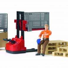 Palletset met logistiek medewerker