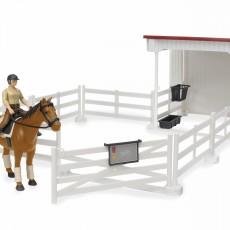 Paard met weide en compacte stal