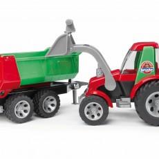 Tractor met voorlader en kipper aanhanger