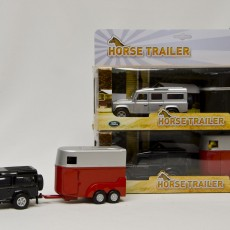 Land Rover met rode paardentrailer