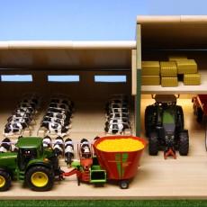 Koeienstal met schuur en hooizolder