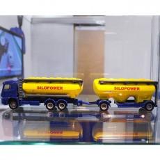 Mercedes-Benz vrachtwagen met voedersilo's