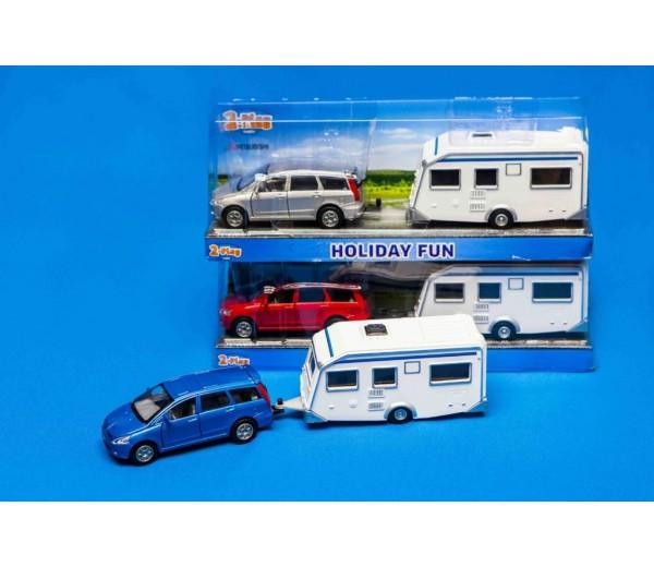 Grijze Mitsubishi met caravan