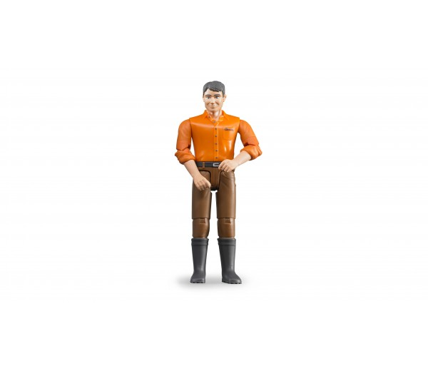 Man met bruine broek en oranje shirt