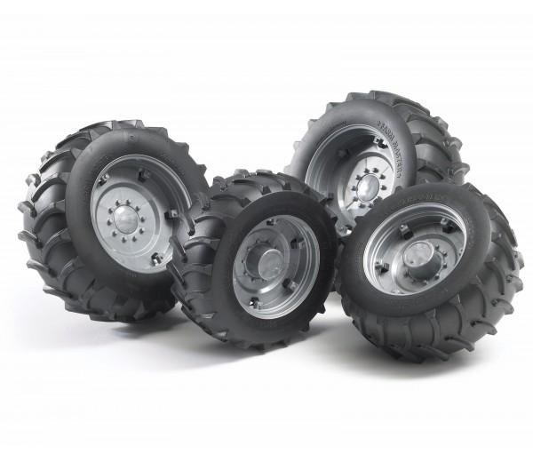 Vier zilverkleurige tractorbanden 2000 serie