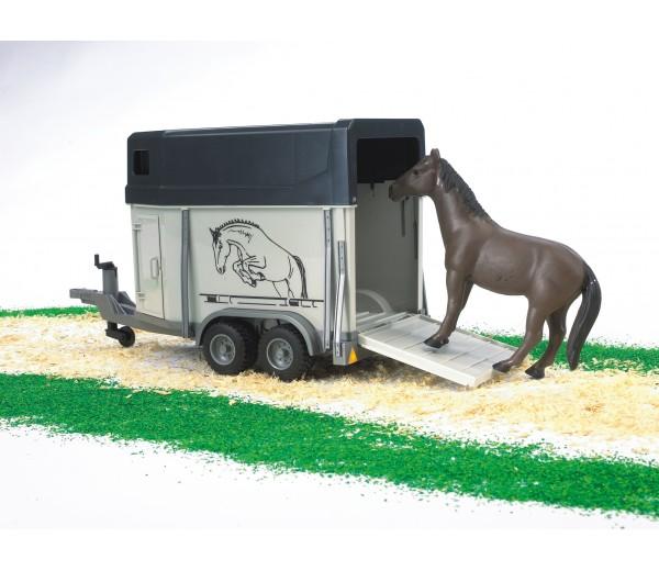 Paardentrailer met paard