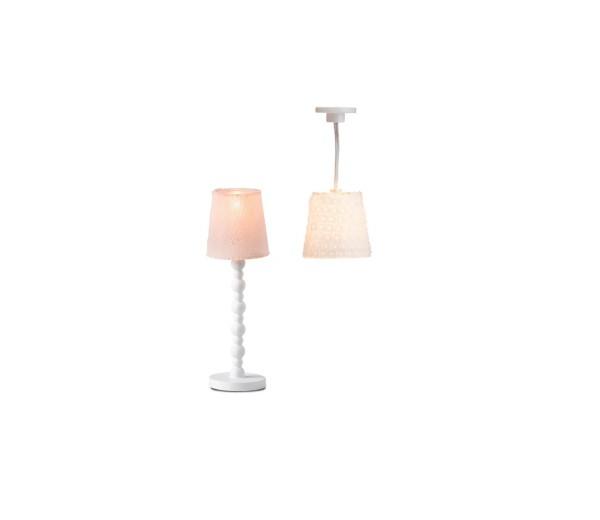 Set van een hanglamp en een staande lamp