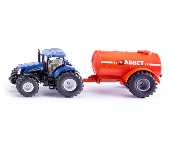 New Holland tractor en aanhanger met tank
