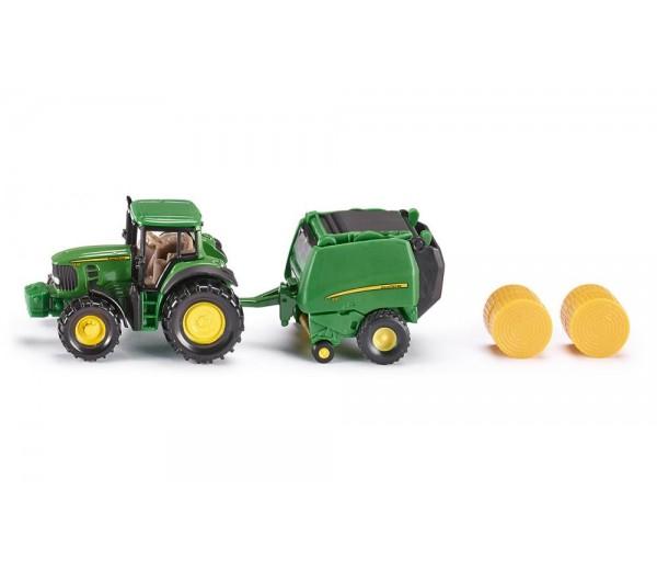 John Deere tractor met balenpers